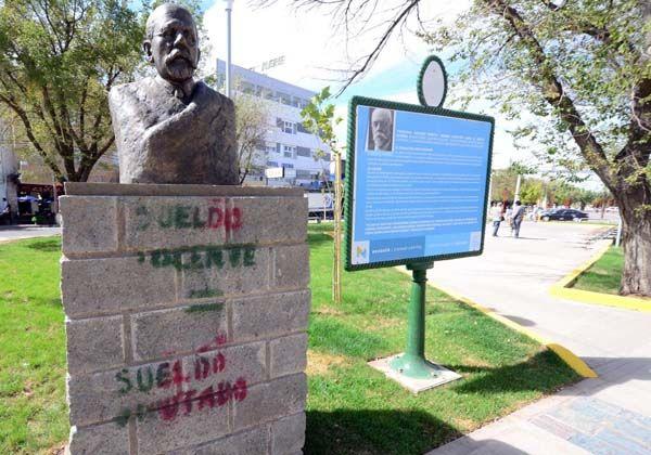 Repudian vandalismo tras politizada marcha del gremio docente
