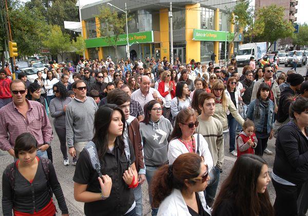 Cipolletti marcha pidiendo Justicia por el crimen de Araya
