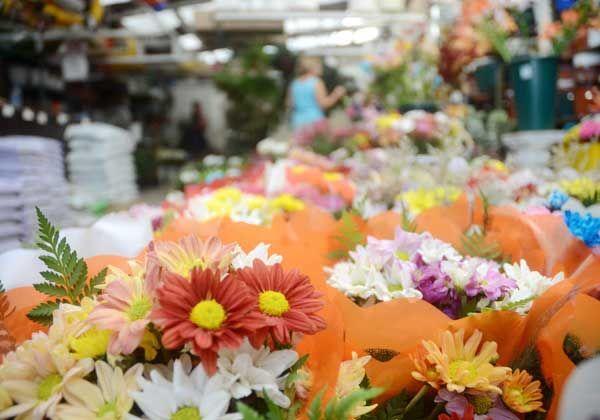 Los comercios preparan opciones para festejar hoy el Día de los Enamorados