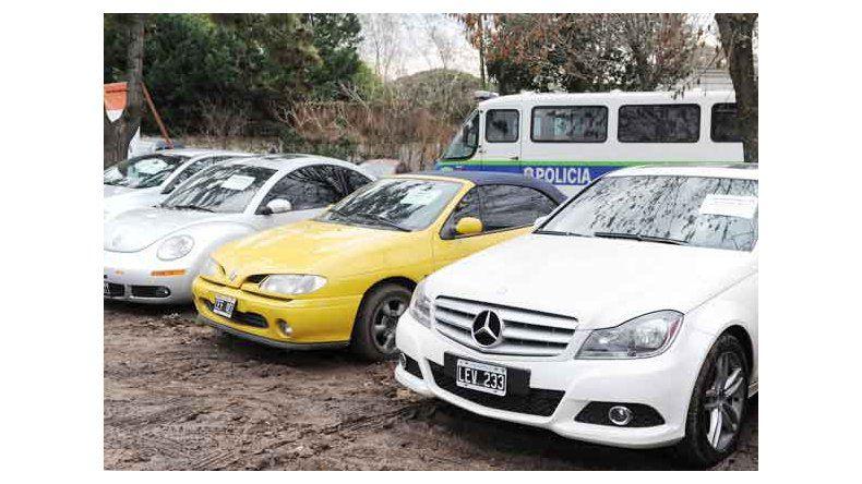 Dos policías obligaron a un ladrón a transferirles un auto para liberarlo