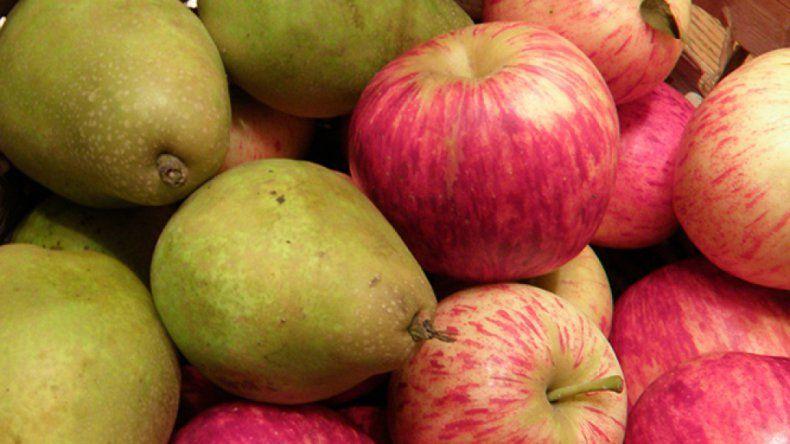Los productores prefieren vender la fruta a las empresas antes que guardarlas en frigoríficos.