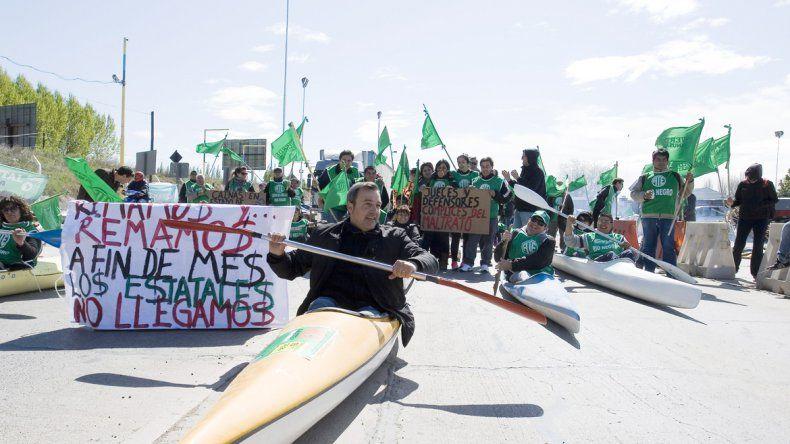 Los manifestantes de ATE Río Negro se manifestarán nuevamente en los puentes carreteros.
