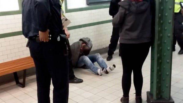 Condenaron a un hombre por tocar la cola de una mujer en el subte