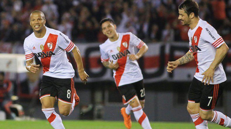 Carlos Sánchez metió un doblete.