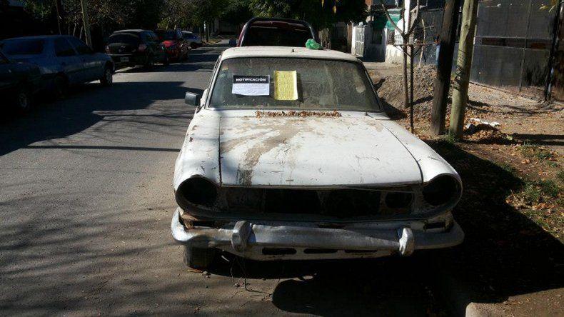 Mal estacionamiento y abandono de autos las principales quejas en Buenos Vecinos