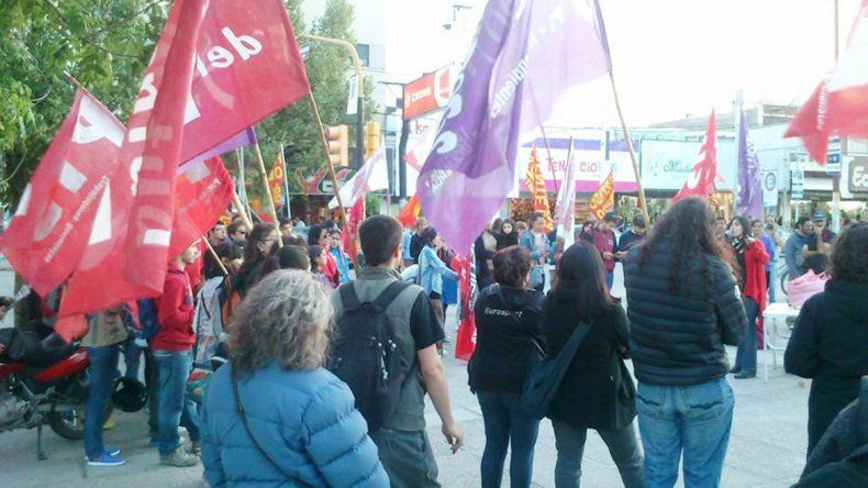 El FIT juntó a los candidatos con la militancia en el centro.