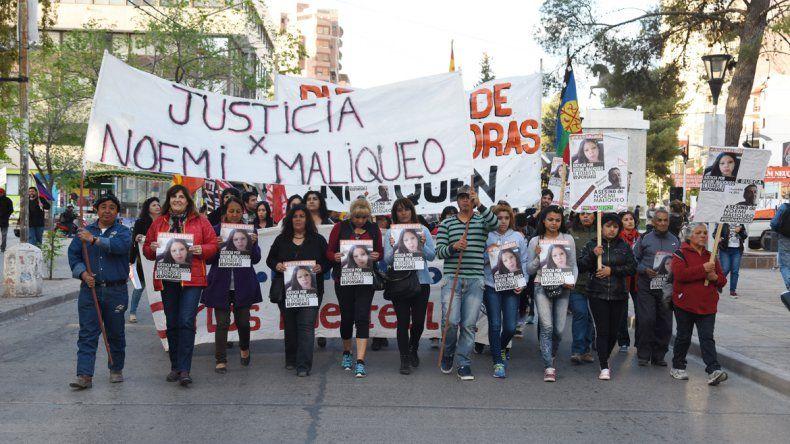 Unas 200 personas participaron en la marcha que encabezaron los padres de la joven asesinada.