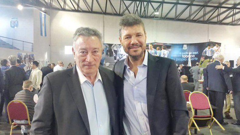 Un momento muy esperado: Tinelli y Segura posando juntos.