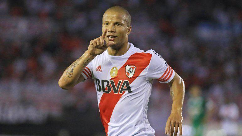 Carlitos Sánchez anotó dos tantos frente al Chapecoense.