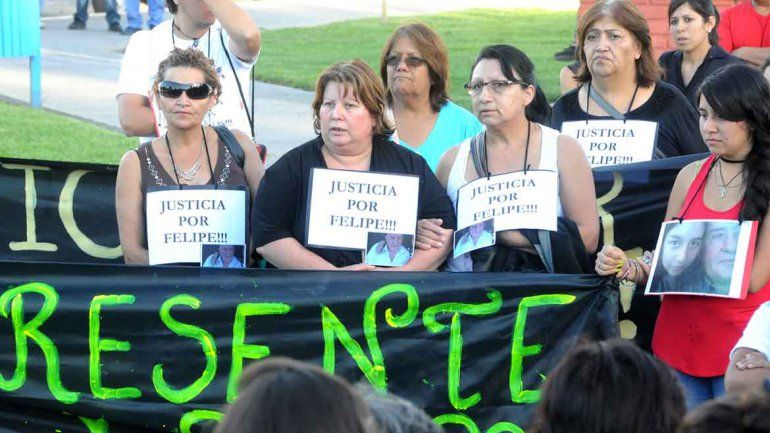Familiares y vecinos de Senillosa marcharon para pedir justicia por Felipe.