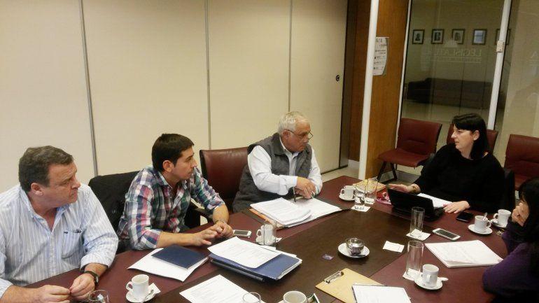 El diputado Russo junto a otros integrantes de la comisión Interpoderes.