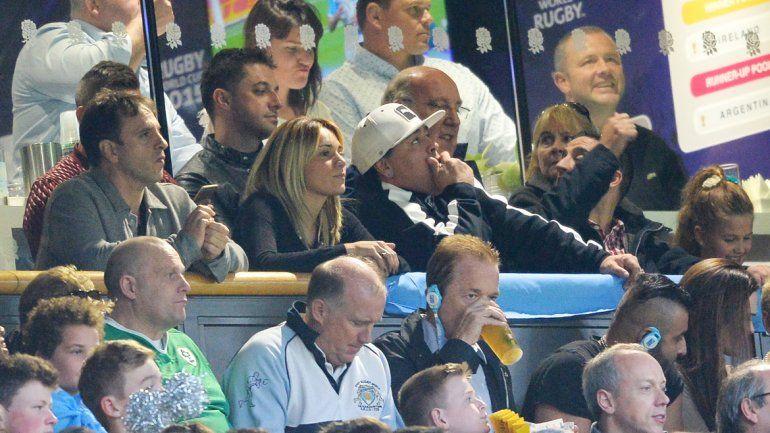 El Diego apoyó siempre. Panorámica del estadio y un infiltrado perseguido por la seguridad.