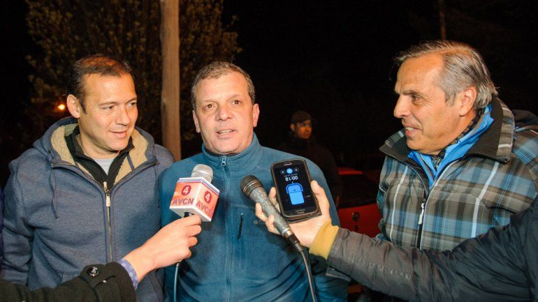 Guillermo Caruso junto al gobernador Jorge Sapag y el electo Omar Gutiérrez.