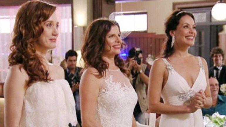 En la telenovela Avenida Brasil también se casaron tres mujeres.