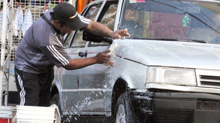 La víctima cuidaba y lavaba coches en la Vuelta de Obligado