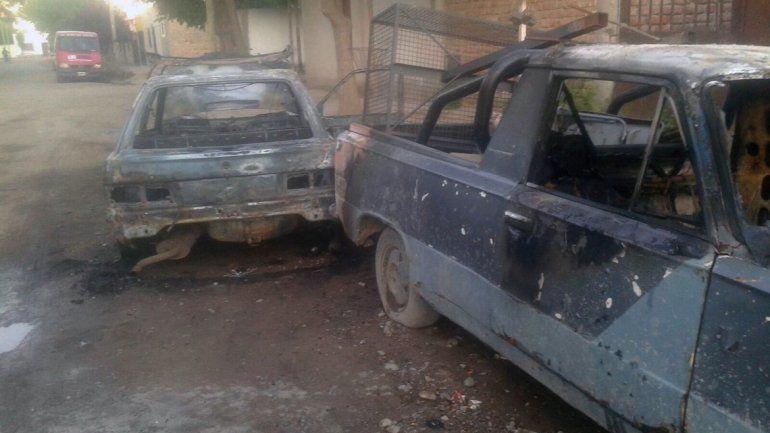 Un Ford Escort y una camioneta Fiat fueron quemados esta madrugada.