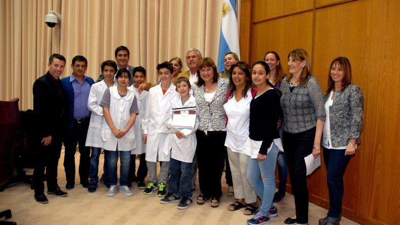 Los alumnos de una de las escuelas premiadas en el Parlamento Infantil.