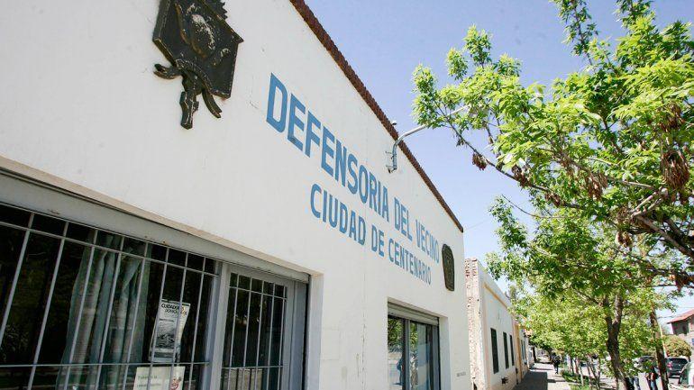 La Defensoría del Vecino de Centenario. Se encarga de mediar con la gente.