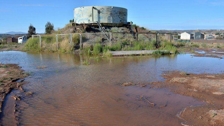 Multan a YPF por un gran derrame de agua en Rincón de los Sauces