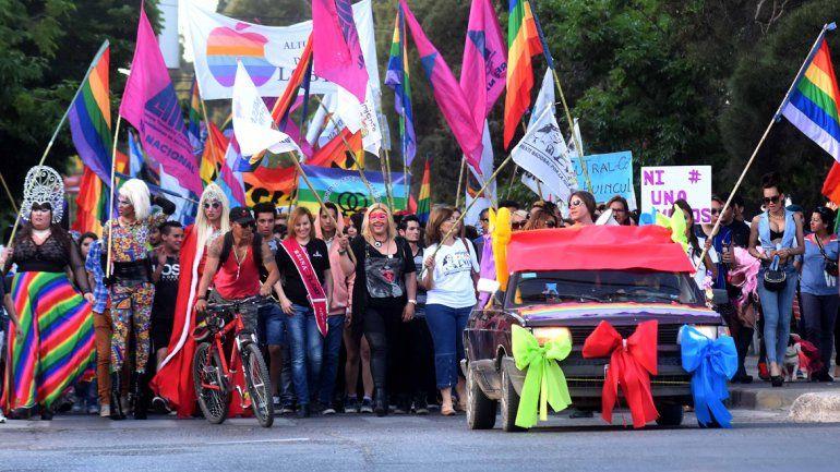 Una multitud se vistió de colores en la marcha del Orgullo
