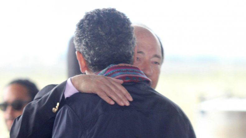 El abrazo del radical Ernesto Sanz a Randazzo disparó el enojo K.