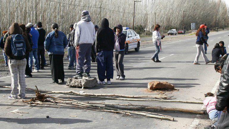 Desocupados de la Uocra levantaron los cortes en las rutas petroleras
