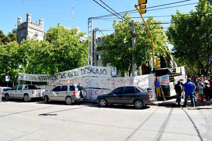 Llamativa protesta de productores de Colonia San Francisco en Casa de Gobierno