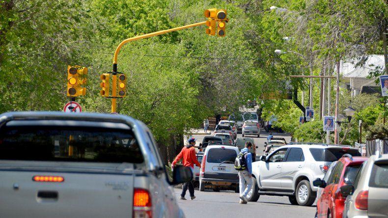 Mañana arranca a funcionar el semáforo de 9 de Julio y Brown