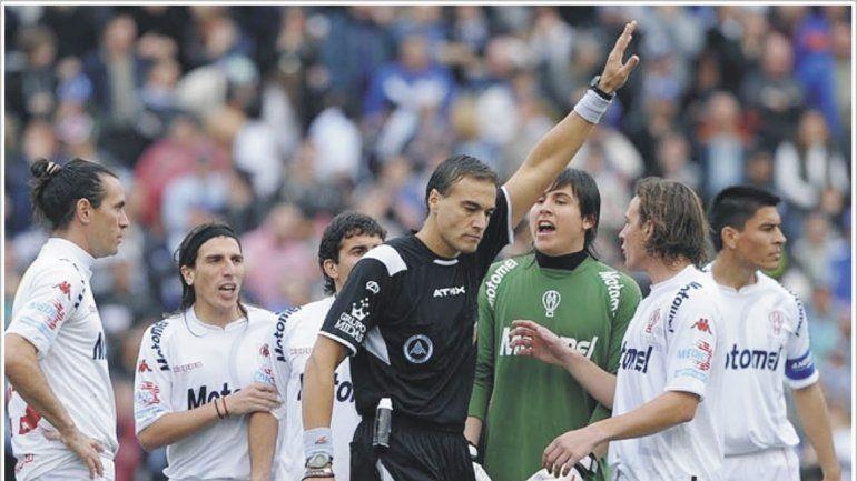 Tras su error en la final Vélez-Huracán