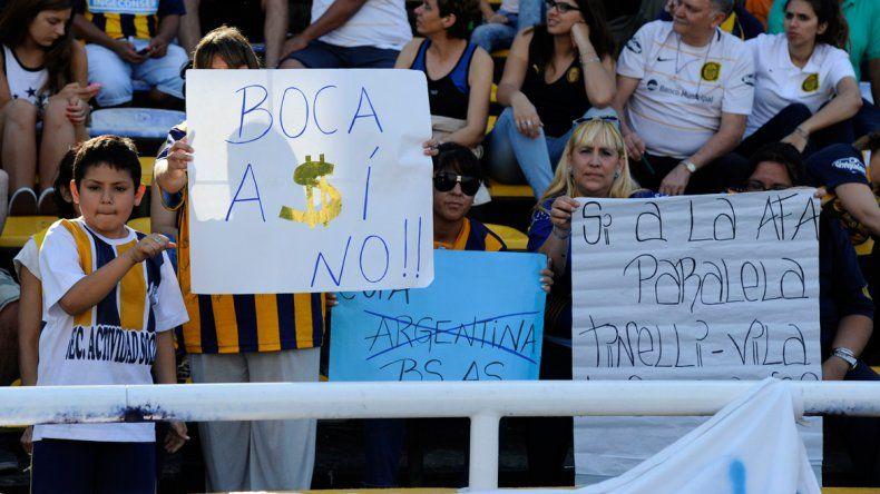 Fanáticos de Rosario protestaron contra la AFA