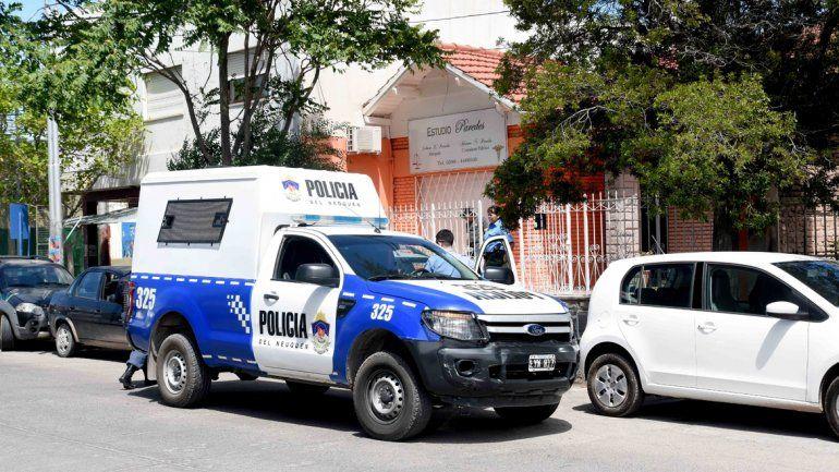 La Policía frente a las oficinas de Misiones al 200