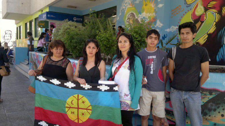 Familiares de Eufemia Monsalve en las puertas del Municipio.