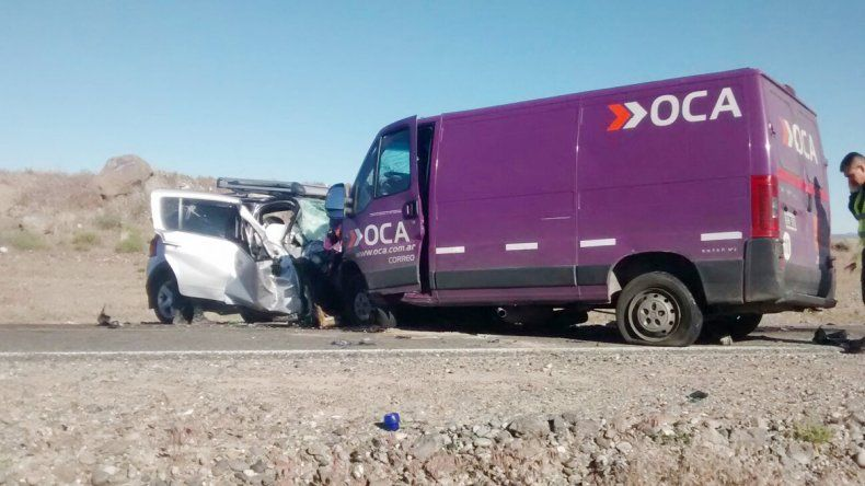 Los vehículos quedaron destruidos. En el lugar no hay signos de frenada.