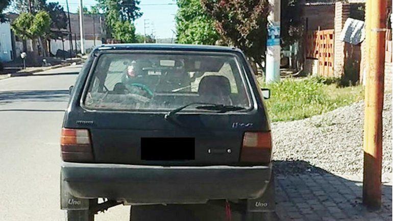 El Fiat Uno secuestrado fue identificado por las víctimas.