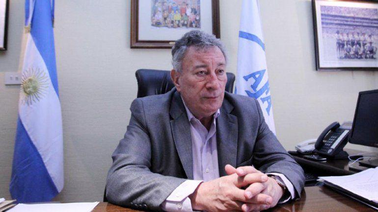 El presidente de la AFA no se queda quieto y suma apoyo.