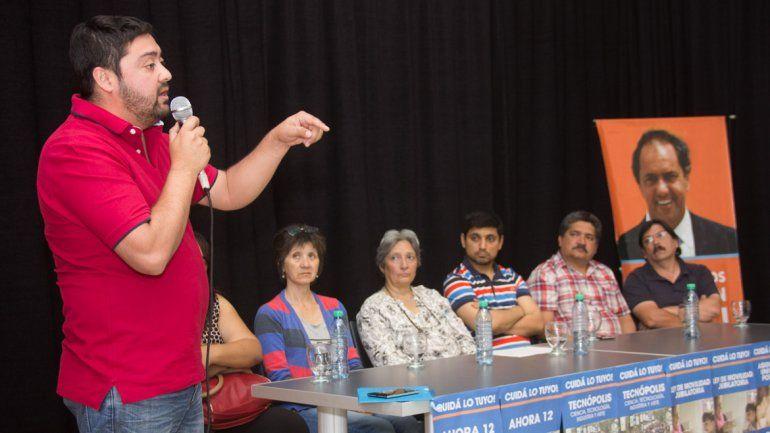 Alberto Vivero encabezó la reunión con las ONG y los cooperativistas.