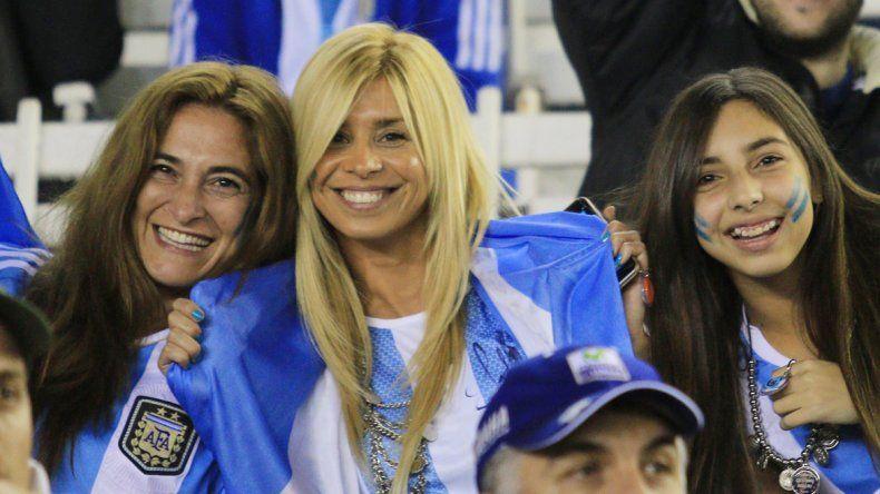 La belleza y dulzura de las fanas argentinas. Al final se desdibujó la sonrisa.