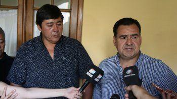 El ministro Gastaminza y el intendente de Rincón, ayer en Casa de Gobierno, luego de firmar un acta acuerdo.