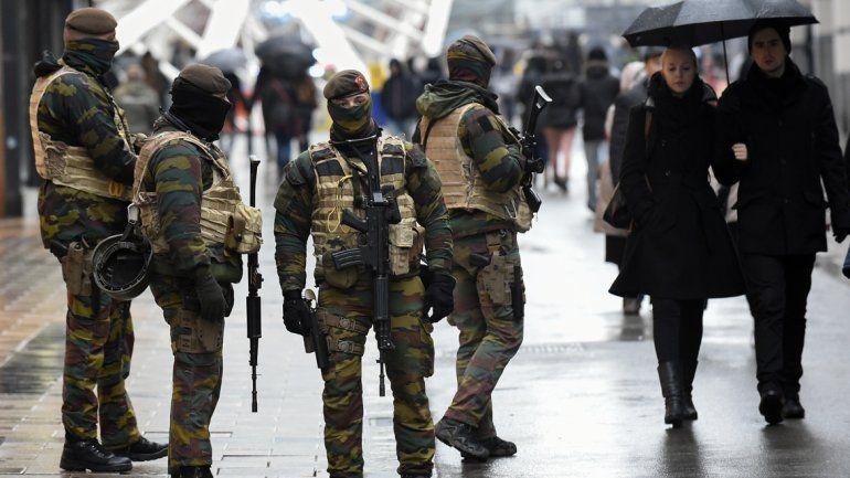 Bruselas militarizada: buscan a varios sospechosos de terrorismo