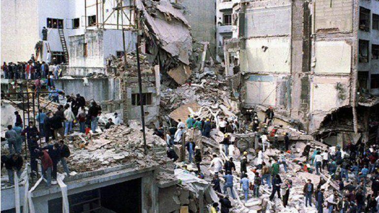 El atentado a la AMIA dejó un saldo de 85 muertos.