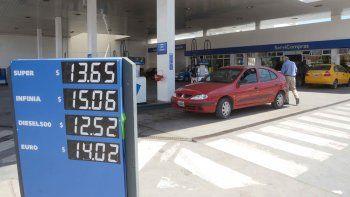Las pizarras ya muestran los nuevos precios de los combustibles.
