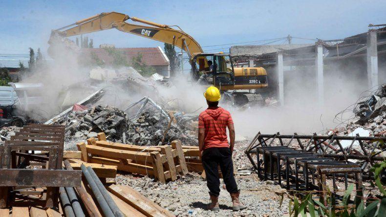 Ya derribaron la pared y retiraron los escombros del edificio.