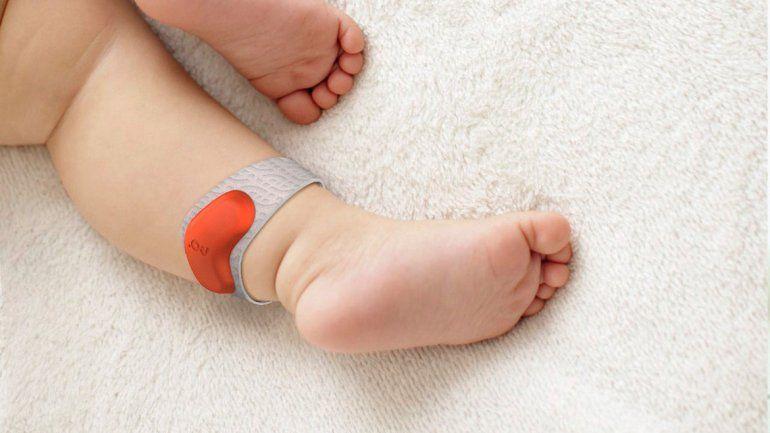 La tobillera que cuida de tu bebé mientras duerme.