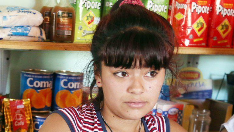 Yamila Lagos relató a LM Neuquén el ataque que sufrió en la despensa.