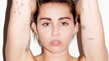 Miley Cyrus lució su cuerpo desnudo sin ningún prejuicio.