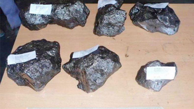 Restos de meteoritos incautados por efectivos de Prefectura Naval que actuaron en Santiago del Estero.