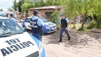 Efectivos de la Comisaría 20 de Parque Industrial, en la toma El Trébol.