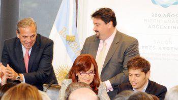 Junto con otros gobernadores, Sapag concurrió varias veces a firmar el convenio de desendeudamiento.