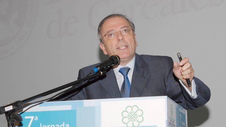 De izquierda a derecha: Miguel Galuccio