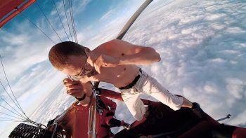Se tiró desde 4 mil metros de altura sin paracaídas